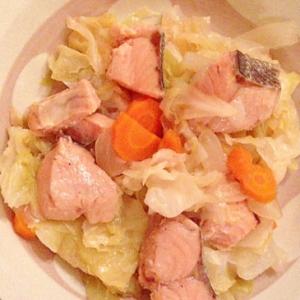 優しい味☆鮭と野菜煮込み・シンプルな醤油味!