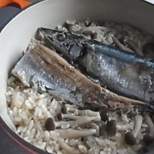サンマときのこの炊き込みご飯