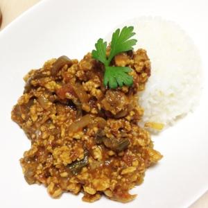 茄子と鶏ミンチのドライカレー(カレールー使用)