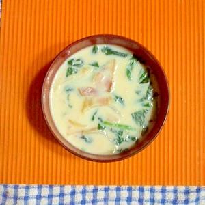 ほうれん草とベーコンの豆乳スープ