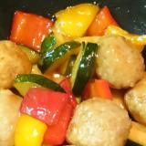 ストウブDe〜肉団子とパプリカの黒酢炒め