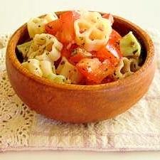 簡単イタリアン風☆トマトとバジルのパスタサラダ