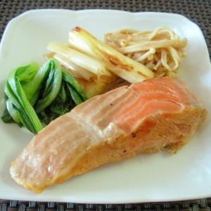 お夜食に!鮭の三五八漬けと野菜のソテー♪