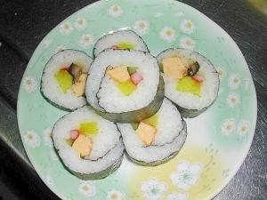 簡単に巻き寿司を作ろう♪クッキングペーパー使用♪
