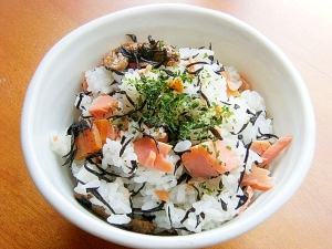 残り物でも!ひじき煮と焼き鮭の混ぜご飯♪