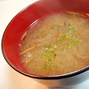 液味噌で 柿の木茸と玉葱のお味噌汁