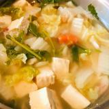 二十日大根の葉&白菜&人参の豆腐味噌汁