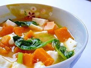 豆腐とかぼちゃとほうれん草の味噌汁