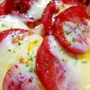 トマトとモッツァレラチーズのホットカプレーゼ!