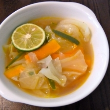 かぼすでさっぱりと♪エスニック野菜スープ