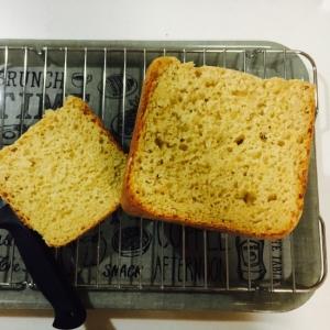 ずっしり糠とコーンミール入り食パン