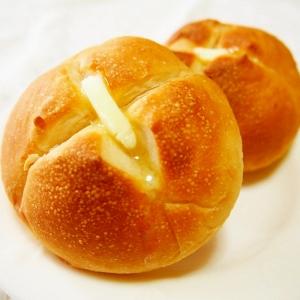 バターがじゅわー!ふんわり丸パン♪