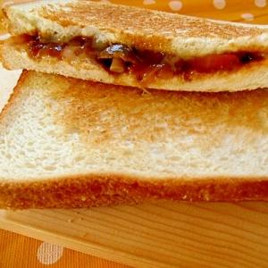 ハヤシライスとチーズのホットサンド