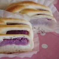 紫芋をチラ見せ♪シックな餡パン