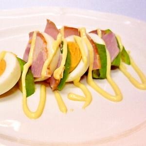 アボカドとロースハムとゆで卵のサラダ