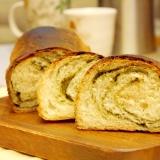 抹茶ロール風★こねないミニ食パン