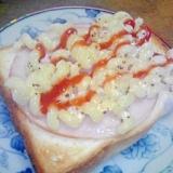 ハムとマカロニサラダのトースト