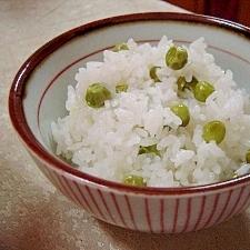 炊飯器に入れて炊くだけ♪グリーンピースの豆ご飯