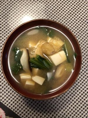 具だくさん☆小松菜シイタケと油揚げの味噌汁