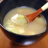 茄子と玉ねぎと豆腐のお味噌汁