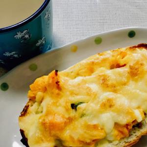 カボチャサラダのチーズバゲット