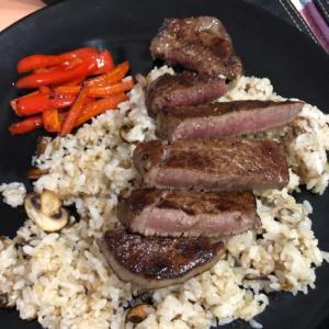 牛ヒレ肉のステーキバターライス添え^ - ^