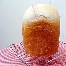 HBで作る⇒つぶつぶな食感が楽しいイチゴミルクパン