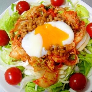 温玉乗せ❤新玉ねぎとキムチ納豆のサラダ