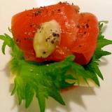 チーズとスモークサーモンの山葵マヨ カナッペ