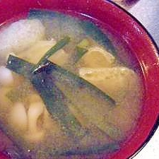 ブナピーとニラのお味噌汁