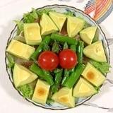 リーフレタス 、生ハム、アスパラ、アボガドのサラダ