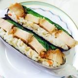 おにぎらず☆唐揚げと小松菜。炊き込みご飯