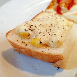 タルタルで とうもろこしとチーズのミニトースト