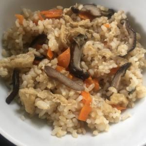しいたけ、油揚げ、にんじんの炊き込み玄米ご飯