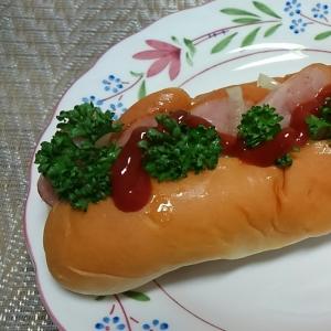 ウインナーと玉ねぎとパセリのホットドッグ☆