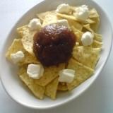 トルティーヤチップスのジャムとクリームチーズのせ