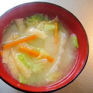 白菜人参油揚げの味噌汁