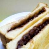 軽食やおやつに、あんバタートースト・サンド