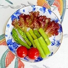 アスパラと、自家栽培のベビーリーフのミニサラダ