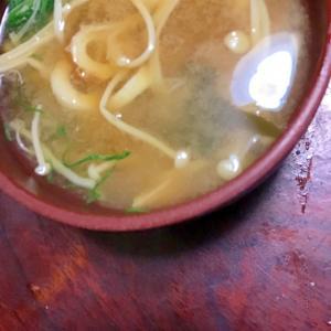 水菜とエノキとチクワの味噌汁。