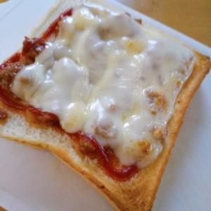 ミートチーズでトースト