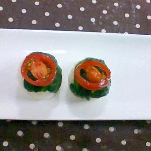 ほうれん草とトマトの手まり寿司