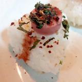 魚肉ソーセージと大葉と小魚ふりかけの焼おにぎり