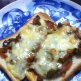 ひき肉のピザトースト