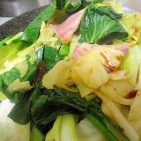 小松菜とキャベツとベーコンのサッと炒め
