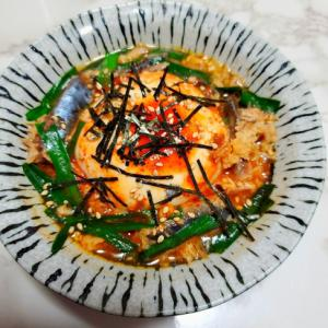 レンジで2分☆鯖の水煮とニラのピリ辛温豆腐
