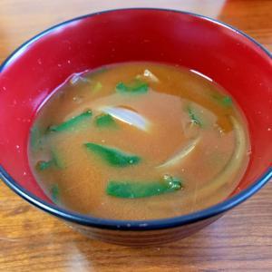玉ねぎと小松菜の味噌汁