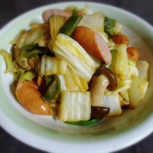 ぶなクイーンと白菜とウインナーのオイマヨ炒め物