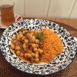 本場トルコの味!ひよこ豆の煮込み(写真左)