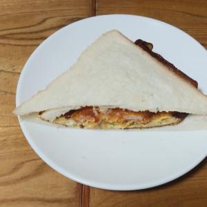 卵とコロッケのサンドイッチ